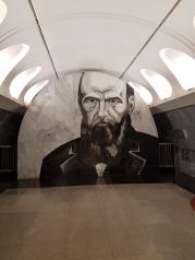 """Das Museum, das dringend eine Renovierung benötigt, liegt in der Nähe der Metrostation """"Dostojewski""""."""