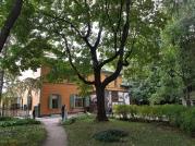 """Tolstois """"Villa"""", Sicht aus dem Garten."""