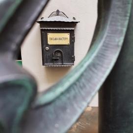 Briefe an den Meister, steht auf dem Postkasten.